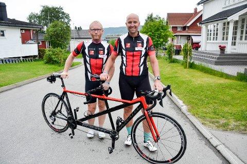 Bjørn-Einar Nesengmo (t.v.) og Frode Thomassen starter rekordforsøket på tandemsykkel fra Trondheim til Oslo lørdag morgen klokken 04.55.