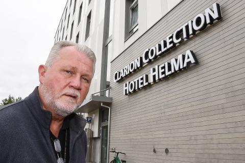 Hotelldirektør Dag Busch ved Clarion Collection Hotel Helma er skremt over utviklingen av Airbnb. Selv om det ikke har gått ut over hans hotell direkte, tenker han blant annet på tapte skatteinntekter og sikkerheten for gjestene.