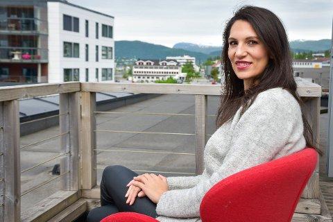 – Jeg ser fram til å få komme på besøk og fortelle boligenes historier, og jeg tror det blir veldig artig for folk å lese om dette. Et hvert hjem er unikt og vi er på jakt etter det som skiller seg ut, sier Karina Solheim.