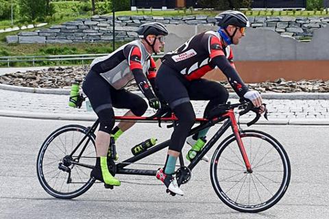 Bjørn-Einar Nesengmo og Frode Thomassen greide ikke å ta tandemrekorden i Den store styrkeprøven i år, men de vil prøve på seg på nytt.