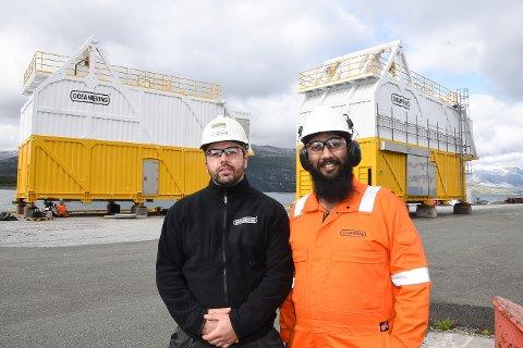 - Innenfor en kort produksjonstid har Westcon Helgeland levert to hangarer til våre ROV-er, som skal settes på boreriggen West Mira. Vi er svært godt fornøyd med kvaliteten og rask levering, sier prosjektleder Oskar Vatland og designer Sachleen Singh i oljeserviceselskapet Oceaneering.