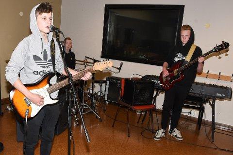 Gitarist og vokalist Erik Drage, trommeslager Oliver Bang Skreslett og bassist Julian Kvitnes i bandet Har'kje peiling fra Hemnesberget ser på sommerrock på Nesna som et steg på veien mot drømmen å bli rockestjerne.
