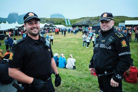 Lovens lange armer: Det ble en tur med Kystvakten til Stokkvågen, for å eskortere en mann i 20- årene, på innsatsleder Remi Anbakk og politiinspektør Ole Martin Pedersen, fredagsmorgen.