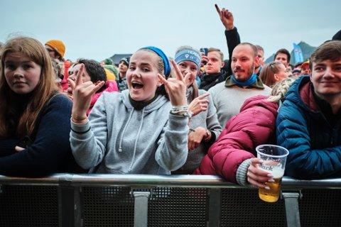 Folkeliv på Trænafestivalen 2019 fredag kveld.