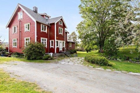 Det er ikke hver dag et hus med åtte soverom er til salgs, men det har dette Nesna-huset.
