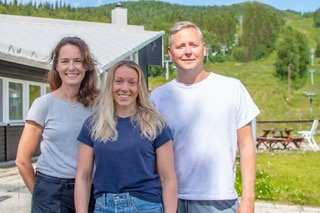 Fjällbyn bytter eiere og navn. Blant eierne er Ulrika Arrhenius (t.v.), Magdalena Fjällström og David Johansson.