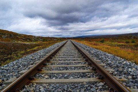 Brevskriveren mener jernbanen må forlenges nordover.