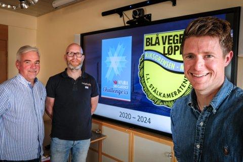 Vegard Nerdal (t.h.) og IL Stålkameratene har Jørn Breivik (t.v.) og Helgeland Sparebanks gavestiftelse, samt Trond Are Rasmussen og Helgeland Event i ryggen når Blåvegenløpet rykker opp en divisjon.
