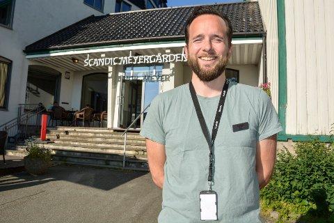 Hotellsjef Ruben Nilsen Robertsen ved Scandic Meyergården, sier de har 500 flere gjester i juli i år, sammenlignet med samme måned i fjor.