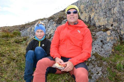 Egil Johansen og Niklas Bang Johansen mistet halve turfølget på vei opp til Kubben.