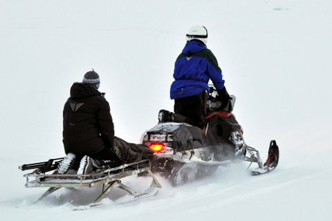 Rådmannen i Rana tar til ordet for at snøscooterløypa mellom Umbukta og grensa til Sverige skal legges ned, etter å ha hørt på klagene fra Polarsirkelen Turlag og Naturvernforbundet for Rana og omegn. Nå skal spørsmålet behandles av politikerne i MPR-utvalget.