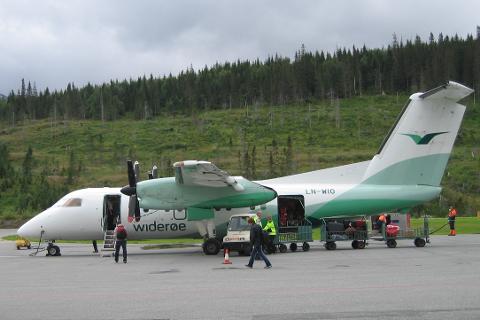 Widerøe vil kun selge 50 prosent av billettene på flyene. En del reiser har flere enn 50 prosent solgt allerede, og da blir noen kontakten om de kan bytte avgang.