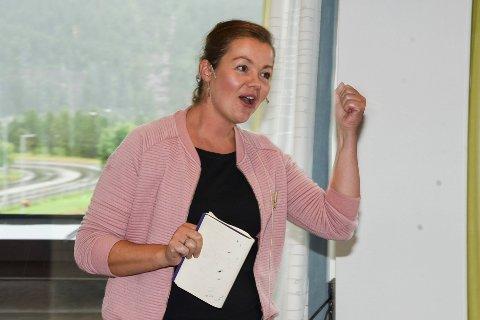 Solveig Bratteng Rønning holdt et engasjert innlegg i næringslivslunsjen som hun høstet mye applaus for.
