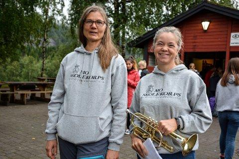 Styremedlem og arrangør Tuva Daae (f.v) og Tone Gardsjord (leder i korpset), sier dette er første gang de prøver å arrangere et slikt treff, med Kvinnenettverket Noor.