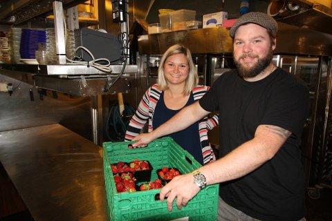 GRØNN MENY: Marius og Gabriela Carlehed Jacobsen vil servere grønne retter og naturvin.