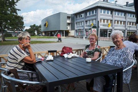 Amfi vil åpne opp mot Sentrumsparken. Dette mener folket: Helga Vargdal, Kristin Heimen og Hjørdis Hagen
