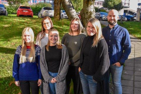 Fra venstre: Jenni Løkkås Ulriksen, Marie Laberg Sletten, Agnes Hopaneng Sandvær, Jenny Sofie Kjemphei Larsen, Maja Sætermo og Morten Dahle Selfors