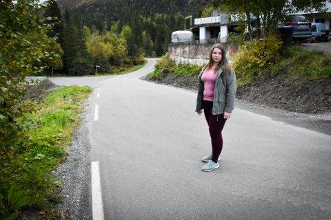 Sandra Hunjet har vokst opp i Dalsgrenda og lurer på om det går an å sette ned fartsgrensa opp dalen.