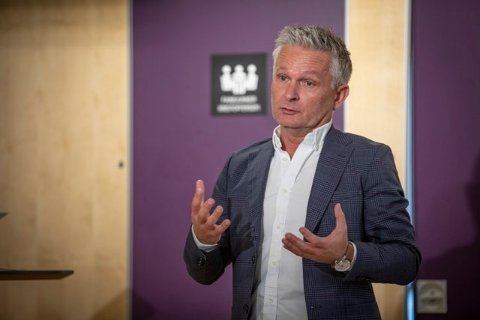 - Jeg var ikke i nærheten av å tro at jeg skulle bli generalsekretær i Norges e-sportforbund. Det er nesten surrealistisk. Jeg tror ikke oddsen hadde blitt særlig høy på at dette skulle skje, sier Jack Holand.