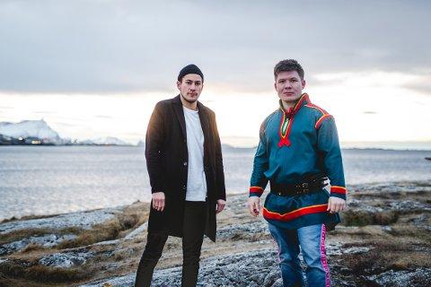 Ny låt: Mye har skjedd på kort tid for Ole-Henrik BjørkmoLifjellog Markus JohnsenThonhaugenfra Hemnespå Helgeland. Nå gir de ut ny musikk.