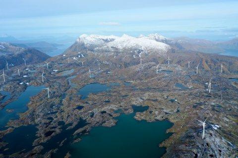 Dimensjoner: Hver av vindmøllene på Middagsfjellet i Sørfjorden i Hamarøy kommune har en høyde på 80 meter og en rotordiameter på 130 meter. Det gjør dem til noen av verdens største landbaserte vindmøller.