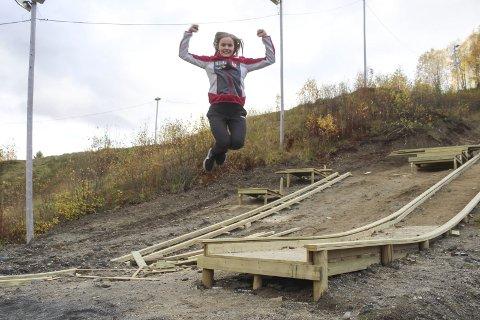 HOPPENDE GLAD: Eirin Maria Kvandal tok sølv i seniorenes NM i hopp fredag.