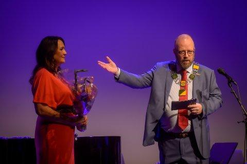 Fornøyd: Festivalsjef Elisabeth Kulseng-Johansen er svært fornøyd med gjennomført festival i helgen. Her sammen med ordfører Geir Waage.