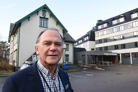 - Koronasmitten lokalt fører til at bestillinger for millioner av kroner avbestilles, sier hotelldirektør Ove Bromseth ved Scandic Meyergården på Mo i Rana.