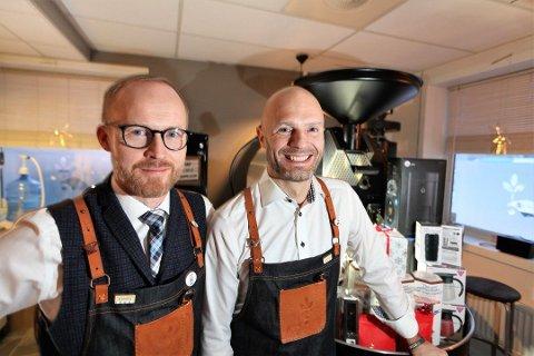 Munin har holdt til i Furuholmgården og har gledet seg til å ønske kaffetørste gjester velkommen i nye lokaler i sentrum. Her er eierne Espen Kalkenberg (f.v) og Howar Johnsen, fra en tidligere anledning.