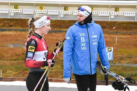 Emilie sammen med langrennstreneren, Sverre Huber Kaas. Foto: Viktor Storsveen
