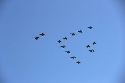 Slik har mange sett F-16 over Mo i Rana og andre steder på Nord-Helgeland like før jul i flere år, men det er ikke planlagt i år, kun nord for Bodø og sør for Brønnøysund.