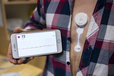 50.000 nordmenn går rundt med hjerteflimmer uten å ane det. Sensoren på brystet kan avsløre hjerteproblemene, godt hjulpet av bergensk mobilapp-teknologi.