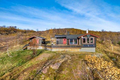 Populære hytteområder i Rana er blant annet Umbukta, Raudvatne, Morgressfjellet, og Reinfjellia. Her er en hytte til salgs i Umubkta.