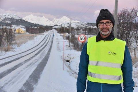 BRØYTESTIKKER: Nestleder i fylkesrådet, Svein Eggesvik (Sp), mener fylkeskommunen vet for lite om alternativene til å skifte ut plaststikkene.