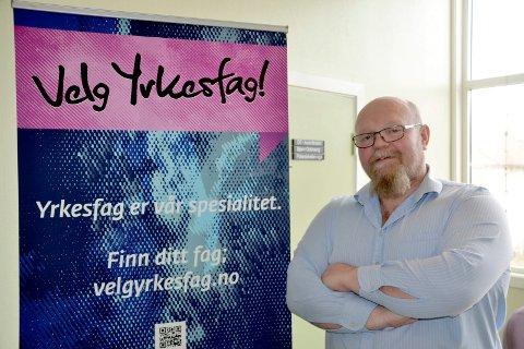 Daglig leder Elling Myren ved Opplæringskontoret Nord-Helgeland beklager at han må avlyse utdelinga av fag- og svennebrev torsdag kveld.