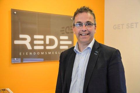 Stig Magne Øie, daglig leder i REDE Eiendomsmegling, er fornøyd med det totale salget av boliger i april.
