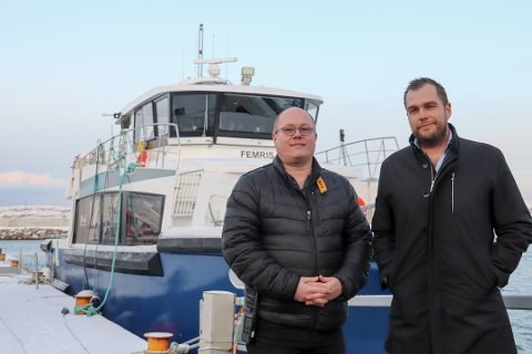 Daglig leder Robert Blomsø (t.h.) i Lovund Skyss AS anser årets turistsesong som over og planlegger ut fra det. Her er han sammen med markedssjef Svein Gunvald Ingebrigtsen fra tidligere i vinter.