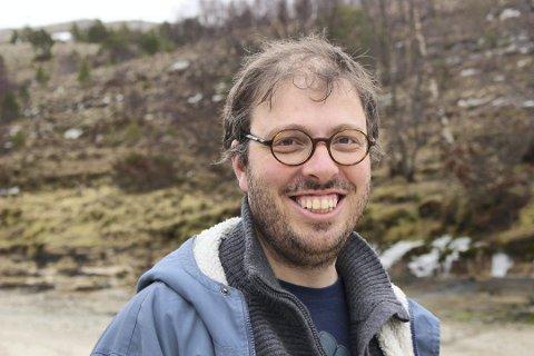 Beskytter befolkningen: Kommuneoverlege i Lurøy kommune, Andreas Dyrkjær (38), tenker mye på hvordan lokalbefolkningen kan beskyttes best mulig. FOTO: Privat