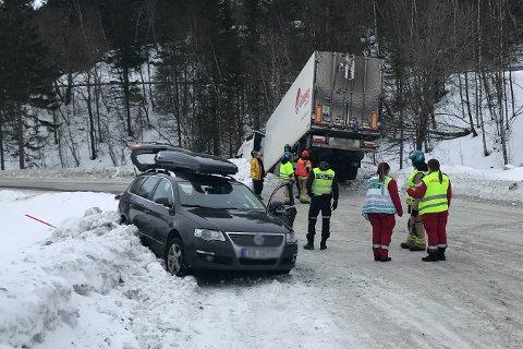 Ulykken skjedde i en sving på E6 i nærheten av avkjørselen til Herringen.