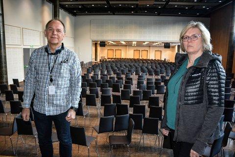 TOMT SPEKTRUM: Direktør Ove Bromseth og økonomisjef Hilde Israelsen er de eneste ansatte på jobb ved Meyergården hotell. Når lokalene kan tas i bruk er det ingen som vet, men Bromseth håper på å kan begynne en gradvis åpning i mai.