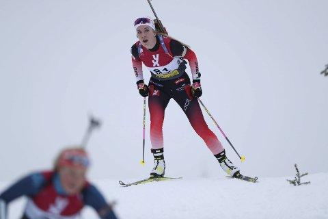 VENTETIDEN OVER:  Emilie Ågheim Kalkenberg  har levd under et hardt press for å levere i vinter og dermed sikre et nytt år på elitelandsslaget i skiskyting. Foto: Geir Olsen