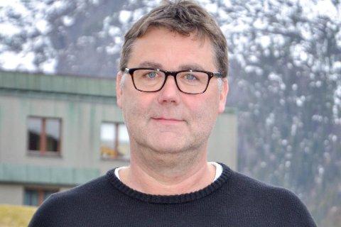 Samhandlingssjef i Helgelandssykehuset, Knut Roar Johnsen ønsker et samarbeid med primærhelsetjenesten i forbindelsen med koronapandemien. -  Vi inviterer derfor kommunene med på en idèdugand der hver stein snus for å finne gode løsninger