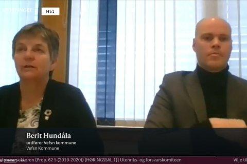 HØRING: Bildet viser en skjermdump av ordfører Berit Hundåla (Sp) og leder Espen Isaksen i MON, under tirsdagens høring i Utenriks- og forsvarskomiteen om forsvarets langtidsplan.