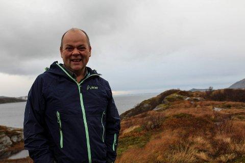 Roy Åge Edvardsen har jobbet med nytt hyttefelt i  Ulvangen i flere år. Nå er tomtene lagt ut for salg. Her står han ved noen av de nye tomtene.