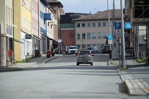 TIDLIG UTE: Det var kvart over seks onsdag morgen at politiet måtte hente en mann med øks i Dronningens gate i Narvik. Illustrasjonsfoto: Mikael Marius Brendvik