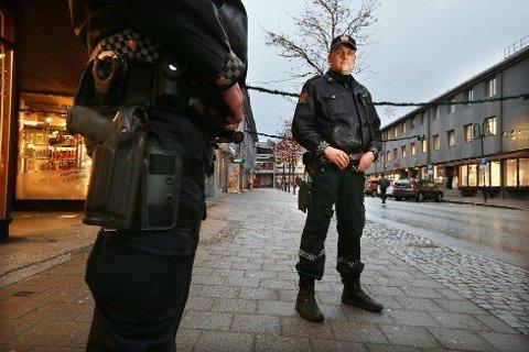 Politiet i Bodø, her ved Vegard Kristiansen, kan pågripe turister uten lovlig opphold i Bodø-gatene. Bildet er tatt ved en annen anledning..