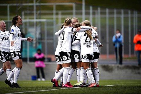 Rosenborg startet sesongen med 1-1 mot topplaget LSK Kvinner. Her ser vi Lisa-Marie Karlseng Utland med ryggen til med trøye nummer 27.