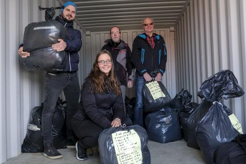 Stig Ove og Linda Abildsten Gisnås sammen med Geir Gisnås og Eivind Fagerheim da de startet innsamlingen i 2017. Det skulle ta over tre år før containeren i det hele tatt forlot Norge.
