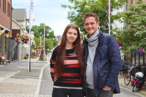 Thomas Einarsen og samboer Camilla Nilsen har kjøpt seg leilighet i Novikveien. De fikk først avslag hos vanlige banker grunnet manglende egenkapital. Men så kom hjelpen i form av startlån fra Alstahaug kommune.