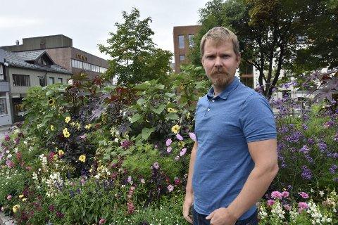 Kommuneoverlege Frode Berg sier at under ti nærkontakter er satt i karantene, etter at to ranværinger har testet positivt på koronasmitte etter reise til utlandet.